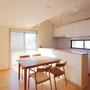 2Fダイニングキッチン キッチンのカウンターはお施主様の身長に合わせた高さです。