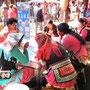 Shaxi Markt: Großer Einkaufstag und Austausch für die Yi Frauen