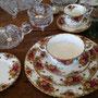 Très bel ens. de vaisselle Royal Albert Old Country Roses pour 12 personnes (manque 2 morceaux)  no. 612