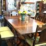 VENDU Magnifique ens. S.A.M. style Tudor comprenant table & 6 chaises & bahut & vaisselier  no. 487