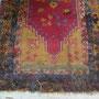 alla fine della riannodatura il tappeto risulta ancora poco chiaro essendo le parti nuove con il vello piu lungo, per la riparazione è stata utilizzata una lana vecchia in maniera che si noti il meno possibile all'interno del tappeto