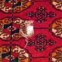 riparazione tappeti Trieste- classico danno sui tappeti: un buco ovviamente riparabile