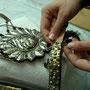vergoldetes Silber auf Lederriemen