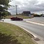 Wenningstedter Kreisel 60 m, verkehrstechnisch ein Knotenpunkt von Nord-Süd-Achse, östlich nach Braderup, Munkmarsch und Keitum und westlich gleich zu uns ins Zentrum Wenningstedts