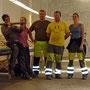 Unser überwiegend mit den Händen arbeitende Team: (v.l.) Ivar, Sandra, Frode, André und ich