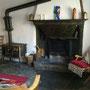 salotto in der CORTILE-wohnung mit alter feuerstelle