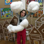 На выставке летают облачка