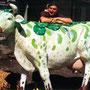 """Bemalung einer Kunststoff-Kuh  1,70 x 2,00 m Acrylfarbe auf Kunststoff  Auftragsarbeit  für die Aktion """"Belecke ist kuhl"""", 2007 (www.belecke-ist-kuhl.de)"""