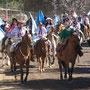 Parade der Gauchos durch Manzano Amargo