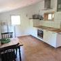 Küche, weißes Scheunenhaus