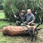 Eine überglückliche Rebi, zusammen mit Jagdführer Andras