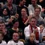 """Futsalicious Essen-""""Fanblock"""" beim ersten Futsal-Länderspiel in Hamburg, """"live"""" im TV bei Sport1 und in der ARD Sportschau (Screenshot: Paul Hachmann)"""
