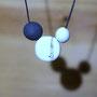 perle en terre noire 1,5cm - perle centrale 2,2cm - perle en porcelaine 1cm - (atelier)