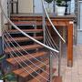 Balkontreppe aus Edelstahl mit Holzstufen