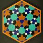 Tegelpatroon van ontwerp van Goossen Karssenberg gemaakt in Isfahan en beschreven in 'Snijpunt Isfahan' door Maite Karssenberg