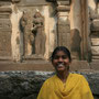 mädchen im kailash tempel
