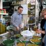 martin beim oliven degustieren
