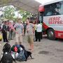 am letzten malayischen ferientag sind nicht nur wir unterwegs. trotz langer wartepausen ist die stimmung gut