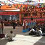 theatervorfuehrung in der tibetischen kunstschule