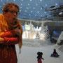 künstliche winterlandschaft im einkaufszentrum, sogar mit sessellift und eiskanal