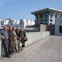 gruppenfots vor dem sultans palast