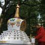 stupa wird frisch gestrichen