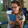 carmen liest ihre geburtstagskarten