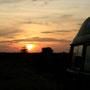 auch unser bus geniesst den sonnenuntergang