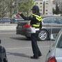 die polizisten tragen lustige hüte