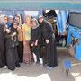 pinguin-power am qantab beach. die durchgestylten omansichen frauen waren begeistert von unserem bus