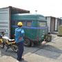 unser hanomag rollt aus dem container