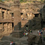der imposante kailash tempel
