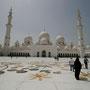 die riesige moschee in abu dhabi