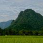 typisches landschaftsbild um vang vieng