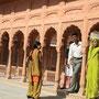 indische familie in der festung