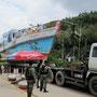 schiffstransporter wird von der polizei kontorlliert