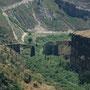 sinnbild. zerstörte brücke der hedschasbahn zwischen israel und jordanien