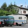 auf dem parkplatz bei eva und harry in salzburg, österreich