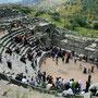das alte theater von umm qais ist während des wochenende ein beliebter treffpunkt