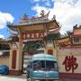 hanomag vor chinesischem kloster