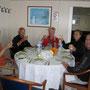 der tisch ist immer reichlich gedeckt. zusammen mit eva, harry und einem belgischen paar werden dreimal täglich verköstigt