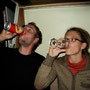 der frust, dass unsere reise nicht wie geplant weiter gehen kann, wird mit alkohol runtergespühlt. den einen reicht bier, andere greifen zu whisky