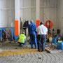ägyptische souvenierverkäufer belagern das schiff und wollen der besatzung ramsch andrehen