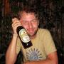 martin hat sein lieblingsgetränk gefunden. beerlao
