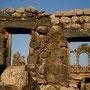 kurz vor der syrischen grenze, die alte stadt umm jimal. leider sind nur noch überreste zu sehen