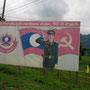 übliche werbung am strassenrand im sozialistischen laos