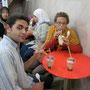 zusammen mit mohammad trinken wir einen shake