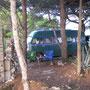 hinter einer ruine auf der insel vis, kroatien