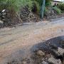 starke regenfälle setzen die strassen unter wasser