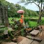 buddha's säumen die steile treppe hoch zum haupttempel
